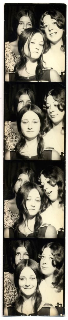 photoboothThreeSassyGirls