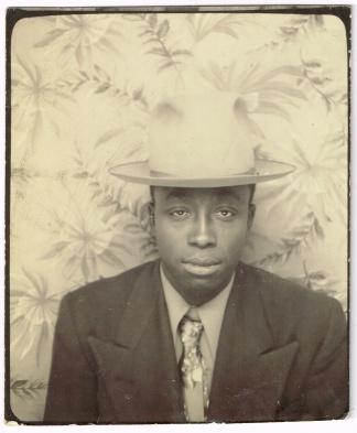 photoboothAfricanAmericanManSanguine