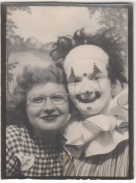PhotoboothClownDon't own02