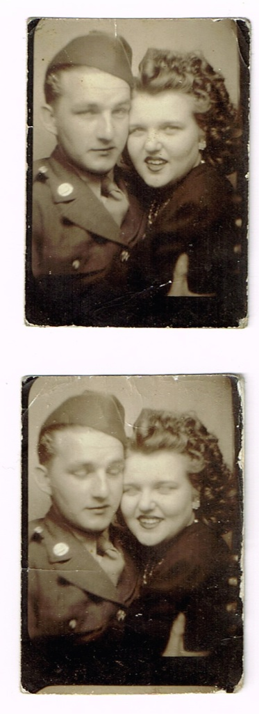 photoboothSultry1940sWW2couple